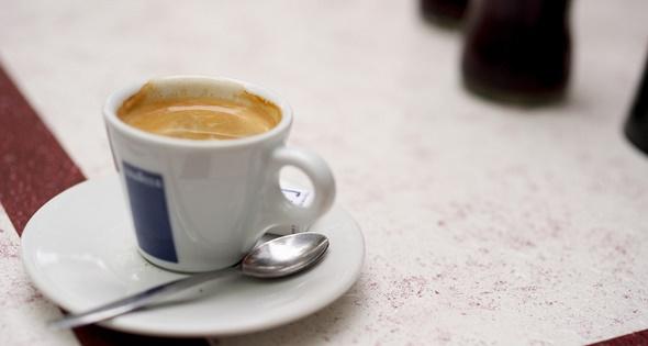 Capestang: Café de le paix, place Jean Jaurès